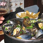 A delicious pot of moules et frites