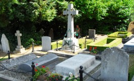 Churchill's Burial Place © Travel Signposts