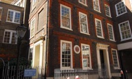 Dr Johnson's House © Travel Signposts