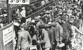 1934 Wimbledon Queue - Courtesy VisitBritain