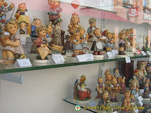 Porcelain figurines in this Melk shop