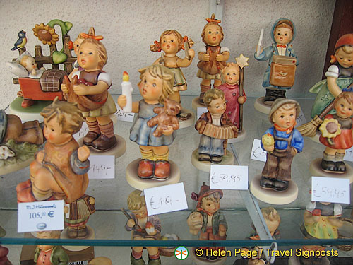 Porcelain figurines - Melk shopping