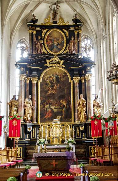 Main altar of Weissenkirchen church