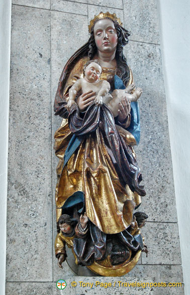 Statue of the Virgin Mary and Child