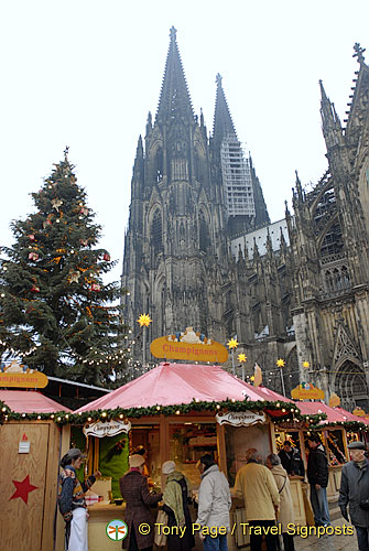 Cologne Weihnachtsmarkt set against the cathedral and its Christmas tree