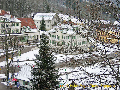 A view of Villa Jagerhaus and Hotel Lisl from the hill