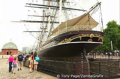 Cutty Sark and the entrance to the Greenwich Tunnel