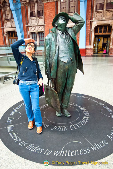 Gazing up at the magnificent arch of St Pancras with Sir John Betjeman