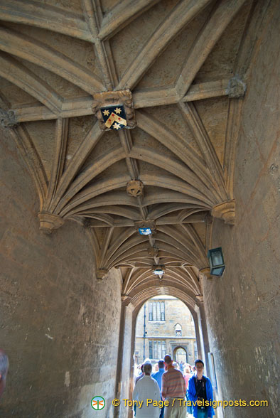 Archway to the Bodleian Library courtyard