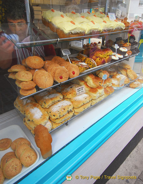 Scones and cakes in St Ives