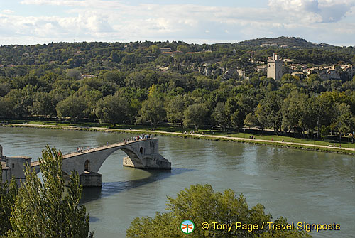 A aerial view of Avignon bridge
