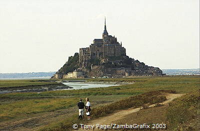 The tides rise and fall with the lunar calendar [Mont-St-Michel - France]