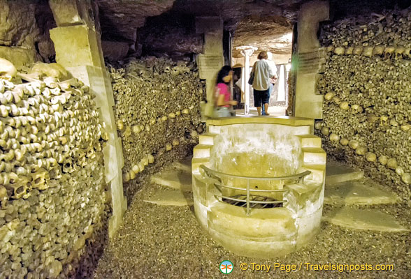 A well in the Catacombes