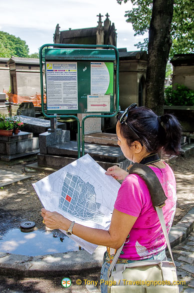 Me, checking out the Pere Lachaise map