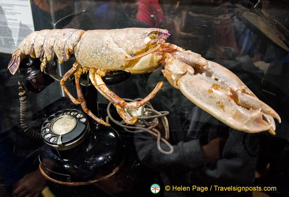 Lobster Telephone or Telephone Aphrodisiaque