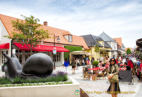 Cafes, shops and Oscar l'Escargot at La Vallée Village