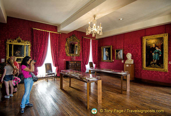 The red living room, where he met with members of the Romantic movement