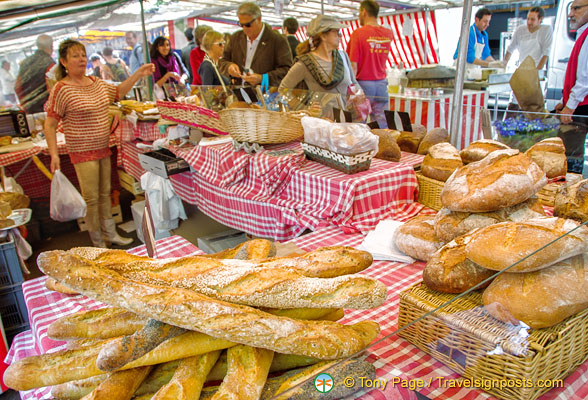 Bread stall at the Marché Président Wilson