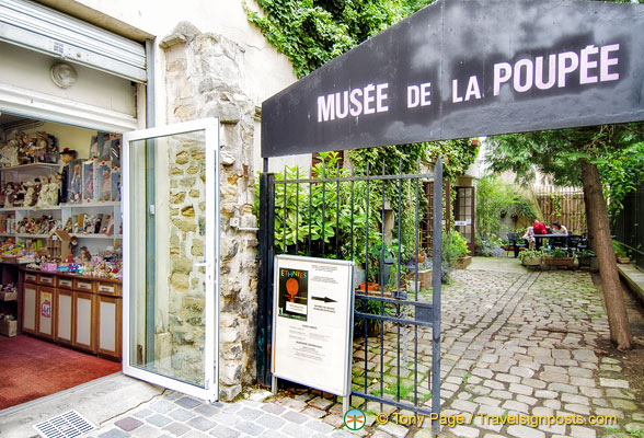 Entrance to the Musée de la Poupée