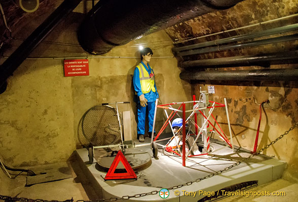 Mannequin of workers at work in the Paris sewers