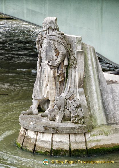 Zouave statue serves as a measure of water level of the Seine