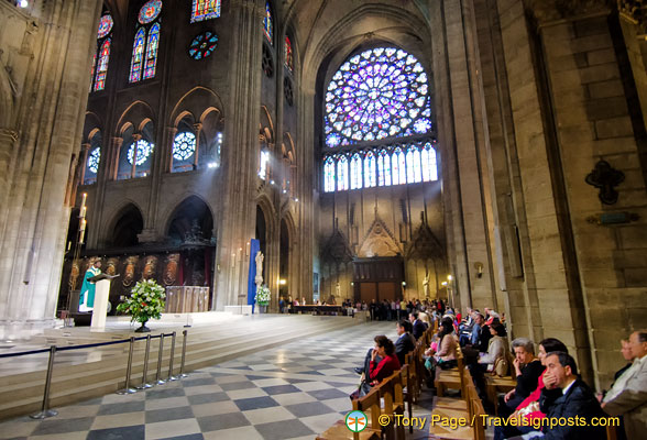 A service in place at the Notre-Dame Cathedral