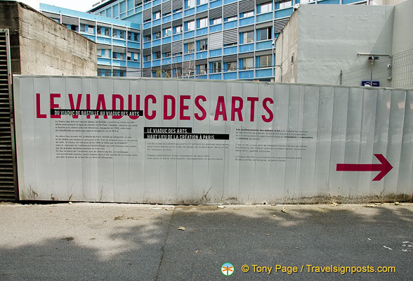 Direction to the Viaduc des Arts