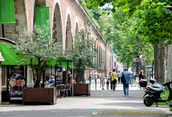 Viaduc des Arts is also home to a few cafes and restaurants