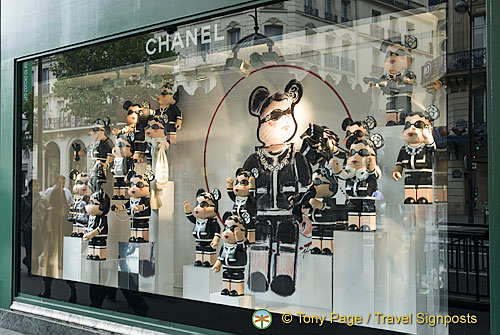 Shop window at Printemps on Boulevard Haussmann
