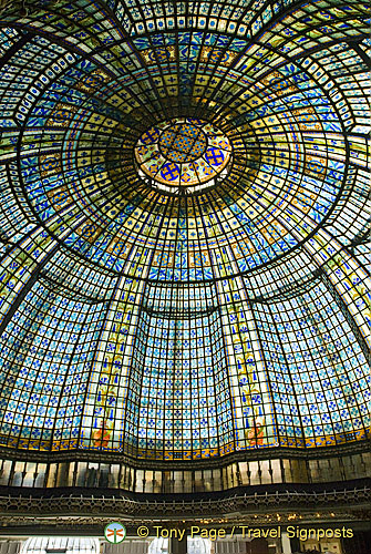 3,185 glass panels make up Printemps' art deco cupola