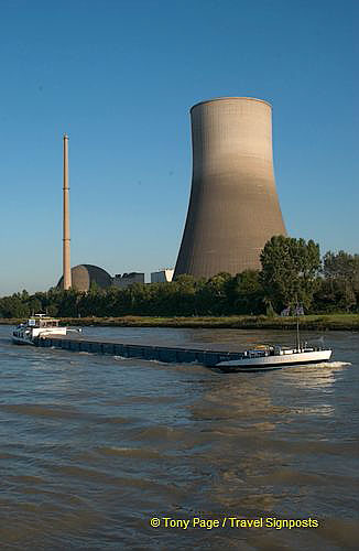 Power plant along the Rhine