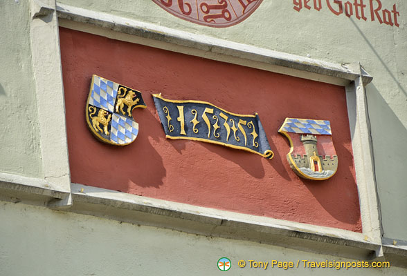 Bavarian and town crest on gable of Deggendorf Old Town Hall