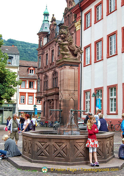 Löwenbrunnen (lion fountain) on University Square is a popular meeting place