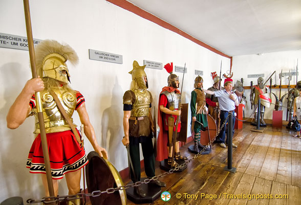 Marksburg Rüstkammer - Armoury with a rare collection of armours