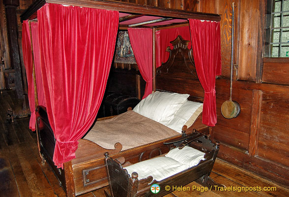 Marksburg - Kemenate bed chamber with a canopied matrimonial bed