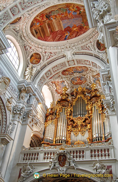 The mighty organ of Saint Stephens