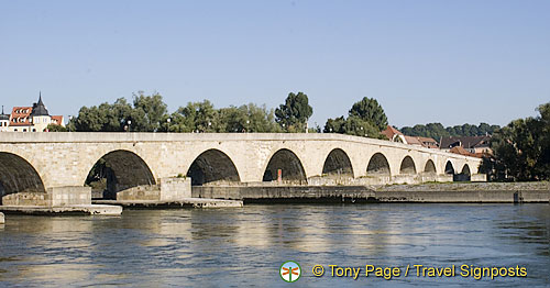 Old Stone Bridge or Steinerne Brücke
