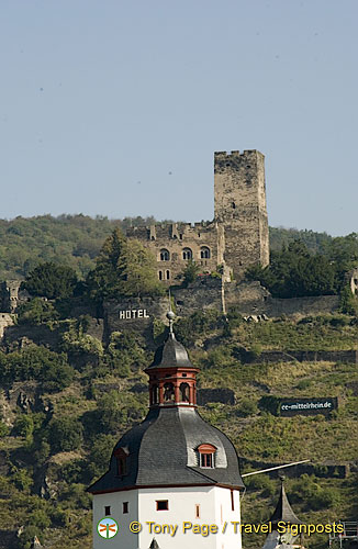 Gutenfels Castle, now the Schlosshotel Burg Gutenfels and Pfalz Castle in foreground