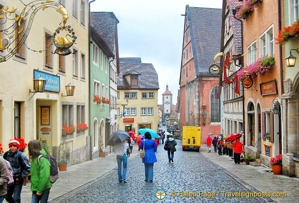 Obere Smiedgasse, the main drag in Rothenburg