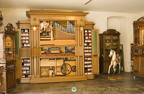 Organ music box (H)