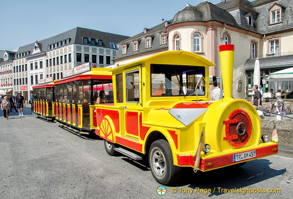 A very bright Trier tourist train