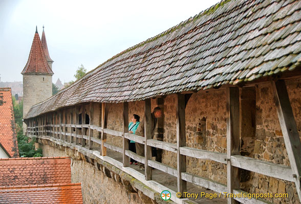 A walk along the Rothenburg wall