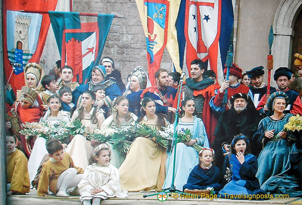Image of the nobles during a castle festivity