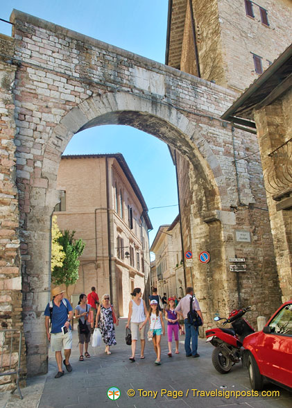 Roman archway in Assisi
