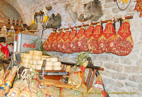 Umbrian meat and cheese products