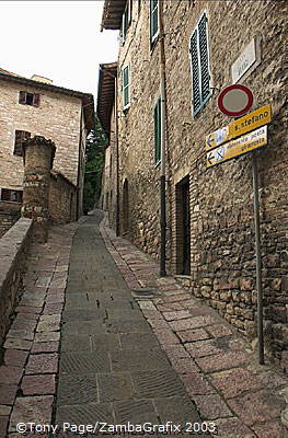 Traffic and parking within the town-walls is admitted for few hours only per day