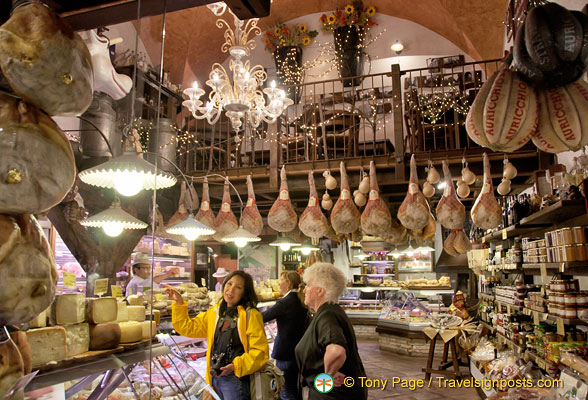 Being in this Bologna food shop was a visual and sensual delight