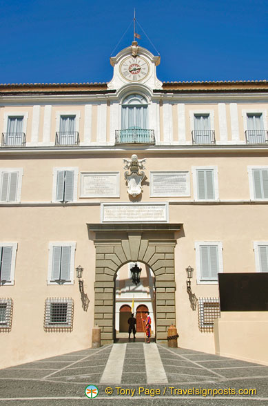 Entrance to Palazzo Pontificio