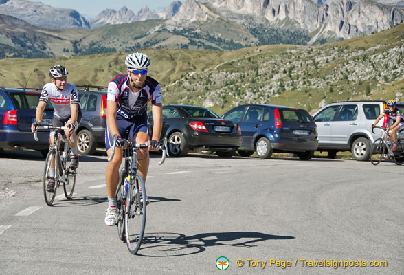 Cyclists arriving at Passo Giau