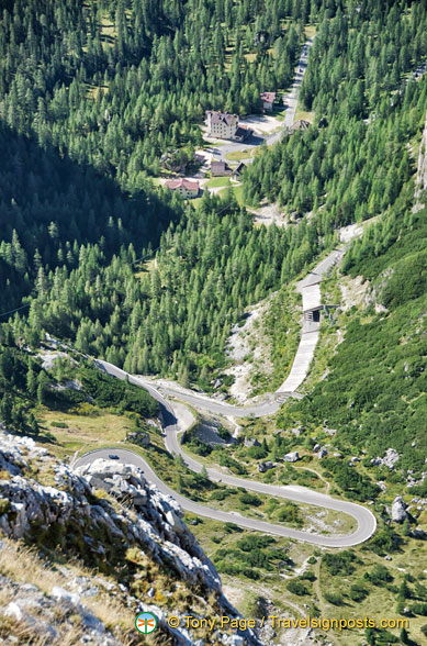 The zig-zag road up to Lagazuoi